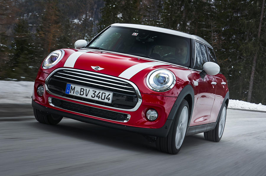 mini-5dr-hatch-cooper-d-dct-on-the-road