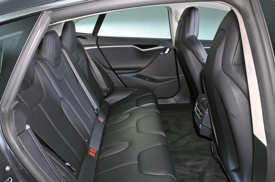 tesla-model-s-95d-rear-seats
